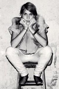 Designer Isabel Marant op kruk