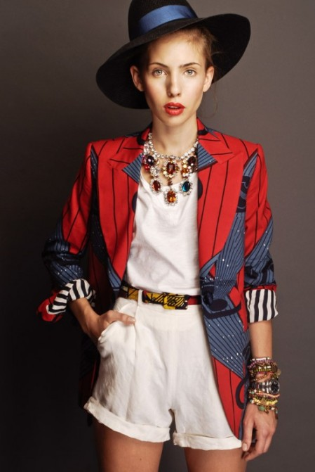 Stella Jean Spring Summer 2012 Witte shorts, blazer met rood blauwe afrikaanse print