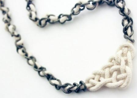 Ketting van touw met Keltische knopen