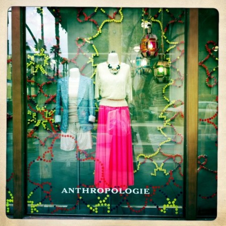 Anthropologie Lenghtening Rays maxirok roze in etalage Los Angeles